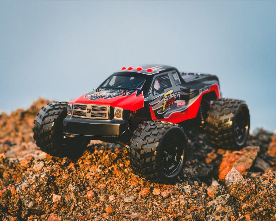 "Fjernstyrt monstertruck 1:12 ""Terminator"" - går i 40 km/t!"